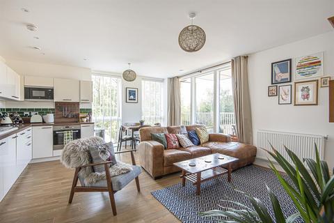 2 bedroom flat for sale - Adenmore Road, London, SE6 4EJ