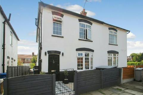 3 bedroom semi-detached house for sale - Moorland Avenue, Sale