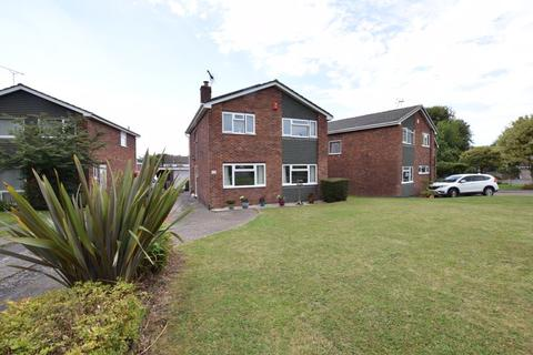 Generous four bedroom family home close to open countryside. 4 bedroom detached house
