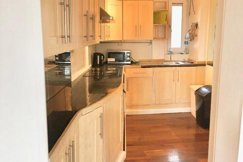 3 bedroom flat to rent - Reynolds House, Approach Road, Bethnal Green, London, E2 9JR