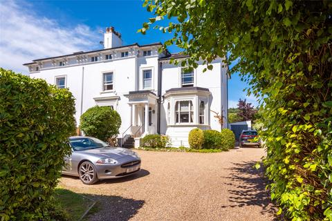 3 bedroom house for sale - Wray Park Road, Reigate, Surrey, RH2