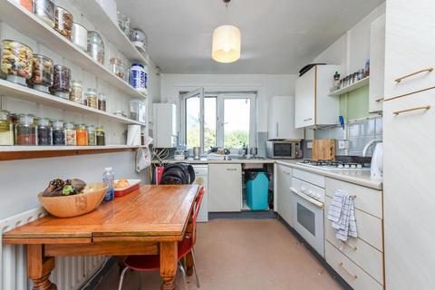 2 bedroom flat for sale - Erica Court, Binfield Road, London SW4