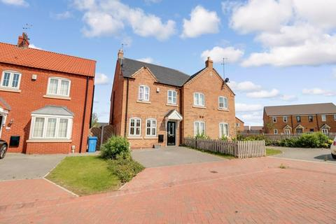 3 bedroom semi-detached house for sale - Paddock Way, Kingswood