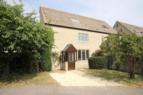 4 bedroom cottage for sale - Manor Way KIDLINGTON