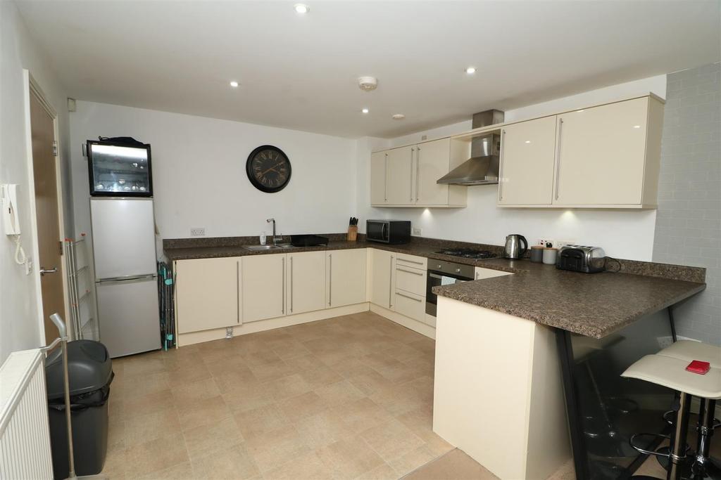 25 Trafford apartment kitchen.jpg