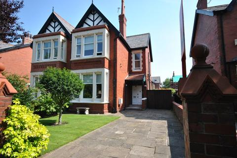 3 bedroom semi-detached house for sale - Willows Avenue, Lytham , FY8