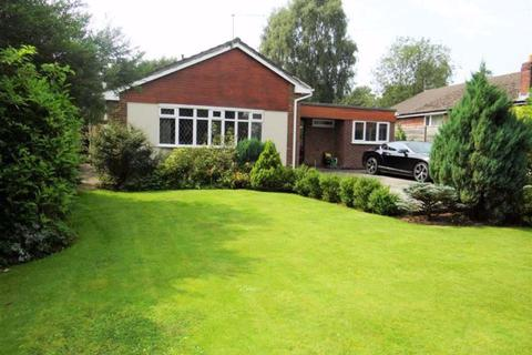 3 bedroom detached bungalow for sale - Green Lane, Leigh