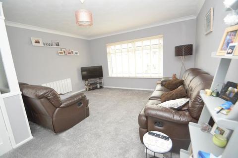 2 bedroom flat for sale - Roselands Avenue, Eastbourne