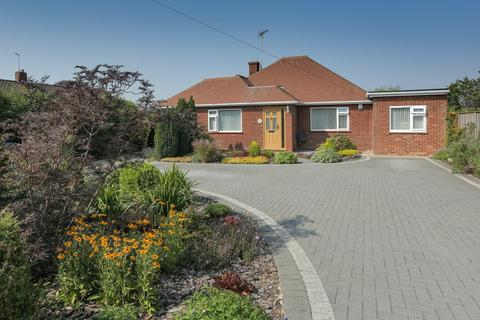 3 bedroom detached bungalow for sale - 25 Plantation Road, Chestfield, Whitstable