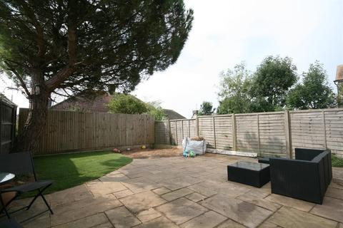 2 bedroom detached bungalow for sale - Farm Hill, Brighton