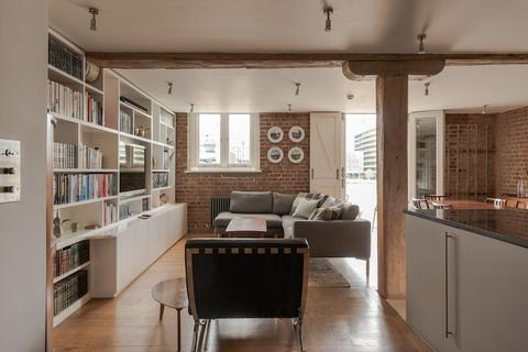 2 bedroom flat for sale - Winchester Wharf, Clink Street, Bankside, London SE1