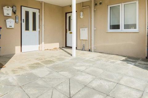 2 bedroom apartment for sale - Llys Marquis, Holyhead Road, Llanfairpwll