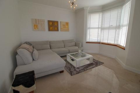 3 bedroom terraced house for sale - Middle Road, East Barnet, Hertfordshire, EN4