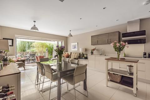 4 bedroom end of terrace house for sale - Brooklands Road, Weybridge, KT13