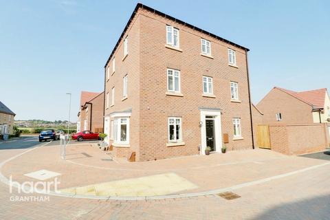 4 bedroom semi-detached house for sale - Beaumaris Way, Grantham