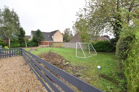2 bedroom property with land for sale - Morton Road, Laughton, Gainsborough, DN21 3PS