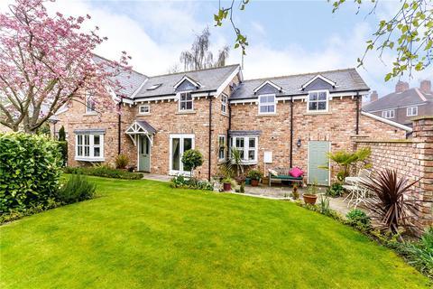 3 bedroom detached house for sale - Mount Vale, York, YO24
