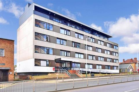2 bedroom flat for sale - Queens Moat House, St. Edwards Way, Romford, Essex