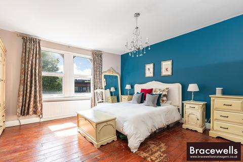 3 bedroom triplex for sale - Myddelton Road, Hornsey, London N8