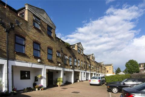 2 bedroom terraced house to rent - Malmesbury Road, Bow, London, E3