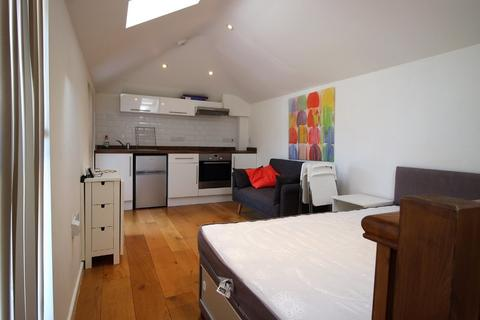 Studio to rent - Thoday Street, Cambridge