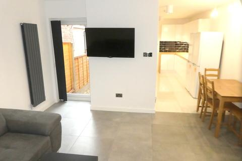 6 bedroom semi-detached house to rent - Monica Grove, Fallowfield, Manchester
