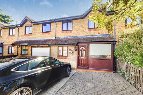 4 bedroom terraced house for sale - Celadon Close, Enfield, EN3