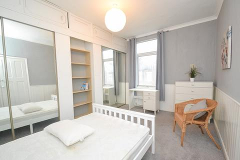 3 bedroom house share to rent - Vinery Mount, Leeds