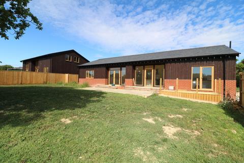 4 bedroom barn conversion to rent - Pisley Farm Road, Ockley, Dorking