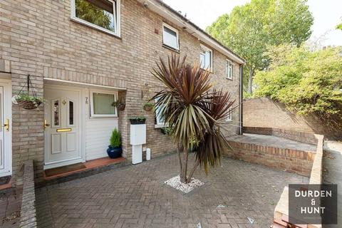 3 bedroom terraced house for sale - Sheldrake Close, London, E16