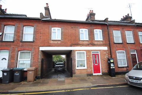 3 bedroom terraced house for sale - Character 3/4 bed close to the town centre with private parking..
