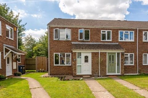 3 bedroom end of terrace house for sale - Stokenchurch, Bucks - three bedroom end of terrace in cul-de-sac location. No onward chain.