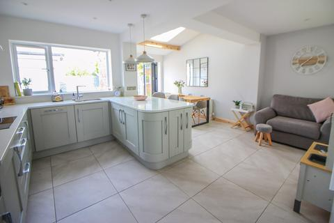3 bedroom semi-detached house for sale - Dovedale Road, Offerton, Stockport, SK2