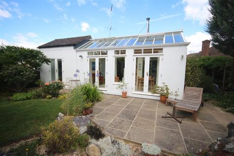 3 bedroom bungalow for sale - Lindal Crescent, Oakwood