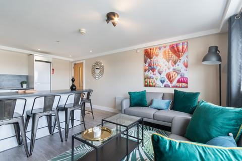6 bedroom apartment to rent - The Triangle, 2 Burley Road, University