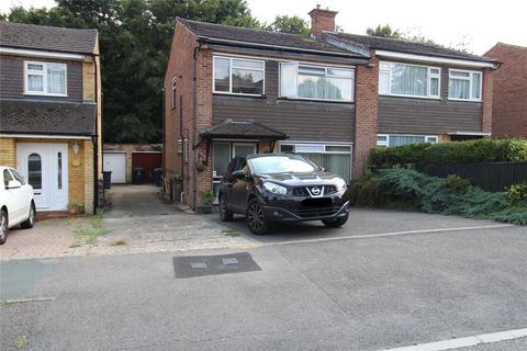 3 bedroom semi-detached house for sale - Cedar Avenue, Hazlemere, High Wycombe, Buckinghamshire, HP15