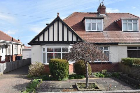 4 bedroom semi-detached house - Merryfield Gardens, Roker