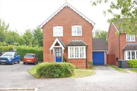 3 bedroom detached house for sale - Finch Close, Stowmarket