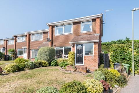 3 bedroom end of terrace house for sale - Alton