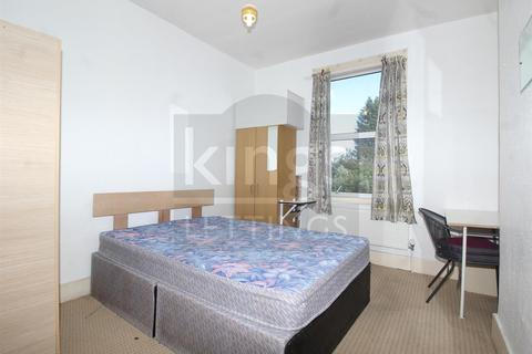 4 bedroom house to rent - Napier Road, London