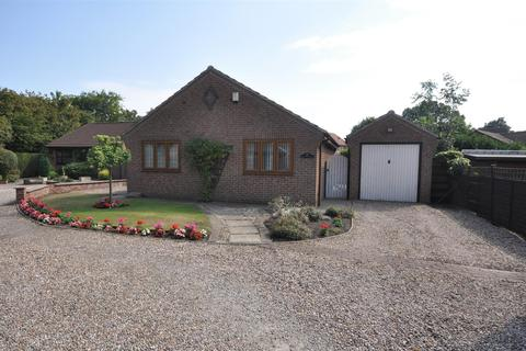 3 bedroom bungalow for sale - Station Close, Riccall, York YO19 6NJ
