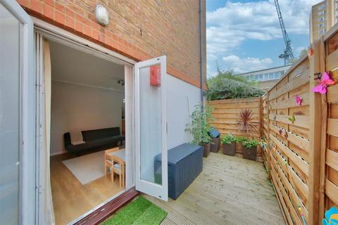 1 bedroom flat for sale - Beaufort House, 30 Winders Road, London