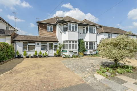 7 bedroom detached house for sale - The Fairway, Northwood
