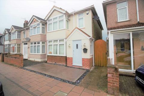 3 bedroom end of terrace house for sale - Marlborough Road, ROMFORD