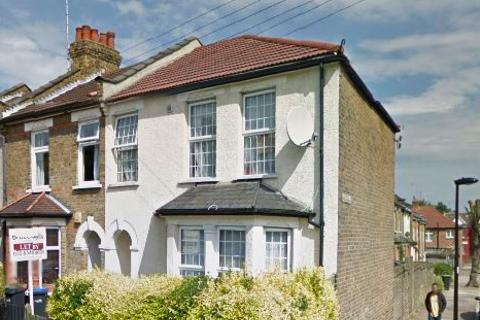 3 bedroom semi-detached house to rent - Highworth Road, Bounds Green N11