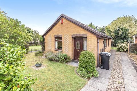 2 bedroom detached bungalow for sale - York Way, Grantham, NG31