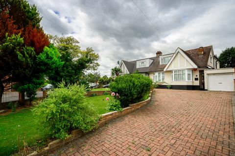 4 bedroom semi-detached house for sale - Meadway, EN3