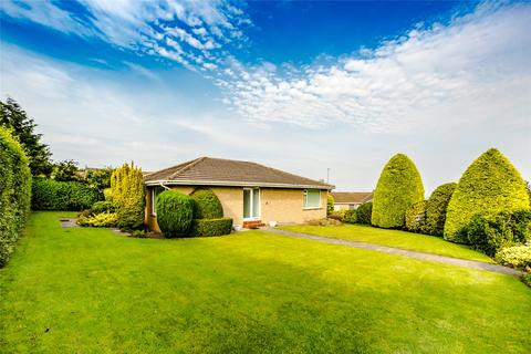 2 bedroom bungalow for sale - Gleneagles Way, Fixby, Huddersfield, West Yorkshire, HD2