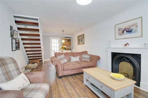 2 bedroom semi-detached house for sale - Laburnum Road, Chertsey, Surrey, KT16