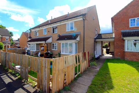 2 bedroom cluster house for sale - CHAIN FREE on Coyney Green, Luton